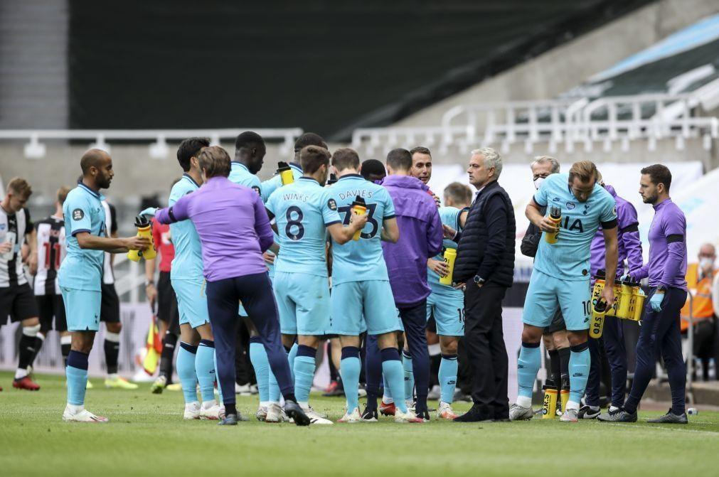 Mourinho leva Tottenham à Europa, Bruno Fernandes marca e United confirma 'Champions'