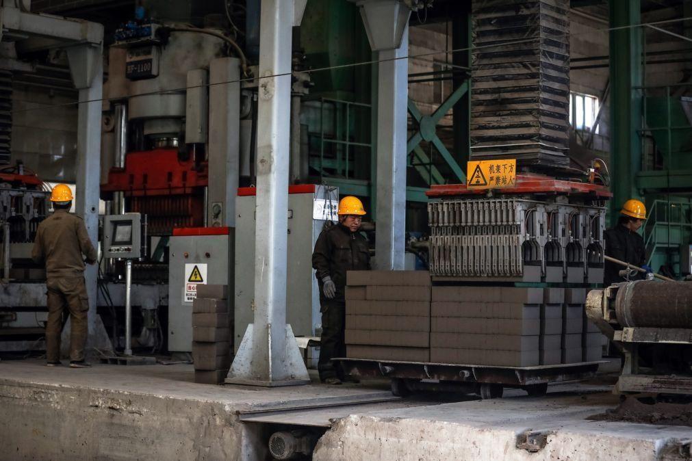 Lucros da indústria chinesa caem 12,8% nos seis primeiros meses do ano