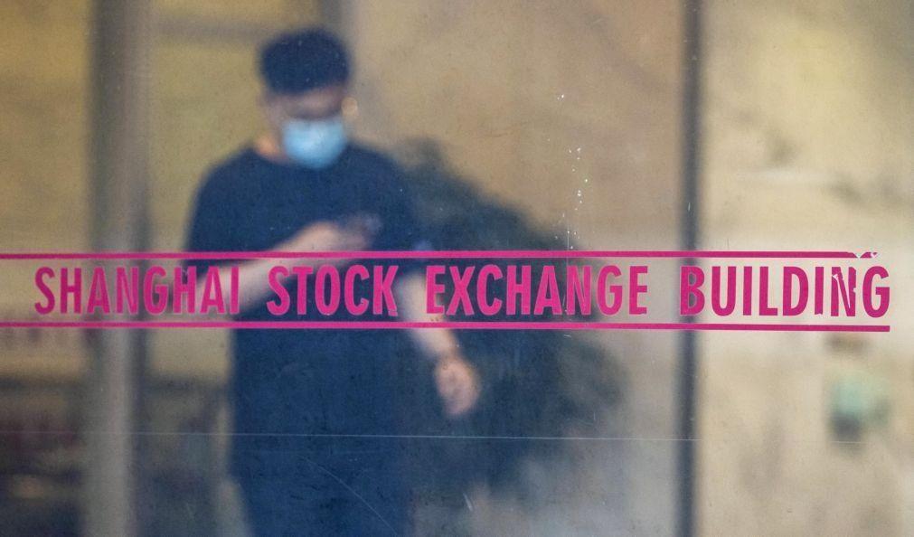Bolsa de Xangai encerra a subir 0,26%