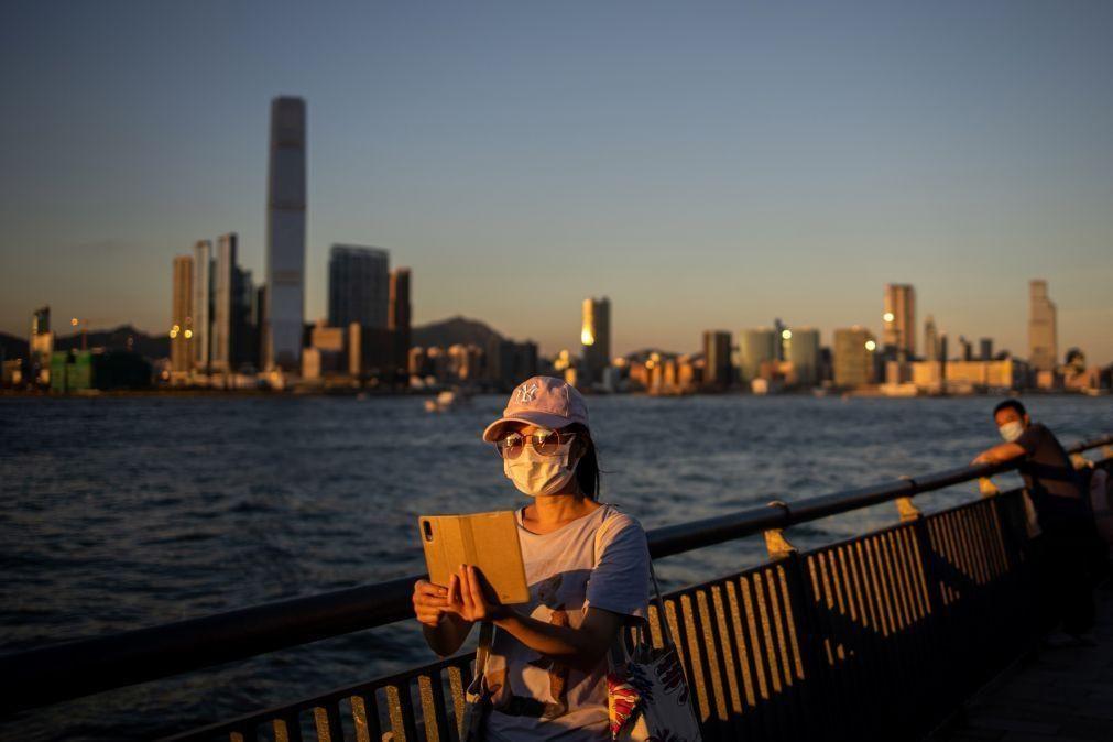 Covid-19: Hong Kong agrava restrições para conter segunda vaga de contágios