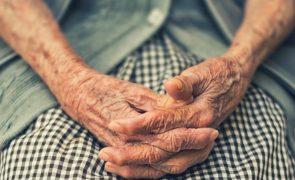 Dona de lar burla idosa em mais de 260 mil euros
