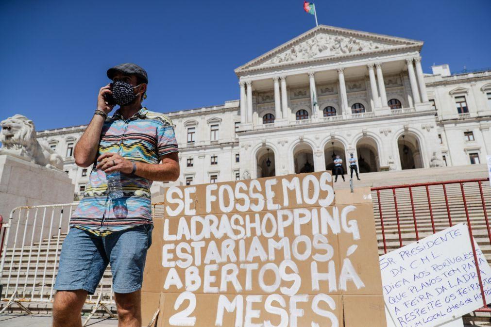 Covid-19: Vendedores da Feira da Ladra pedem isenção de taxas até ao fim do ano