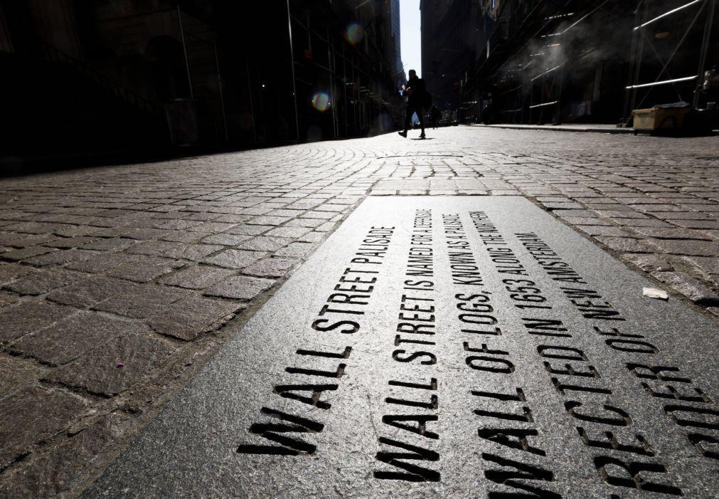Wall Street recua à espera de novo plano de apoio à economia norte-americana