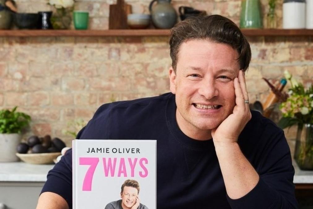 Jamie Oliver apela à alimentação saudável, mas surge gordo na TV: «hipócrita»