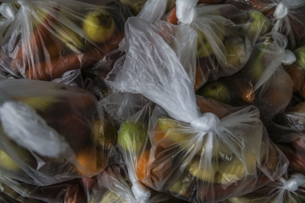 Covid-19: Pedidos de ajuda alimentar sobem e mostram