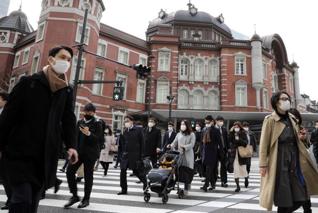 Bolsa de Tóquio fecha a perder 1,15%