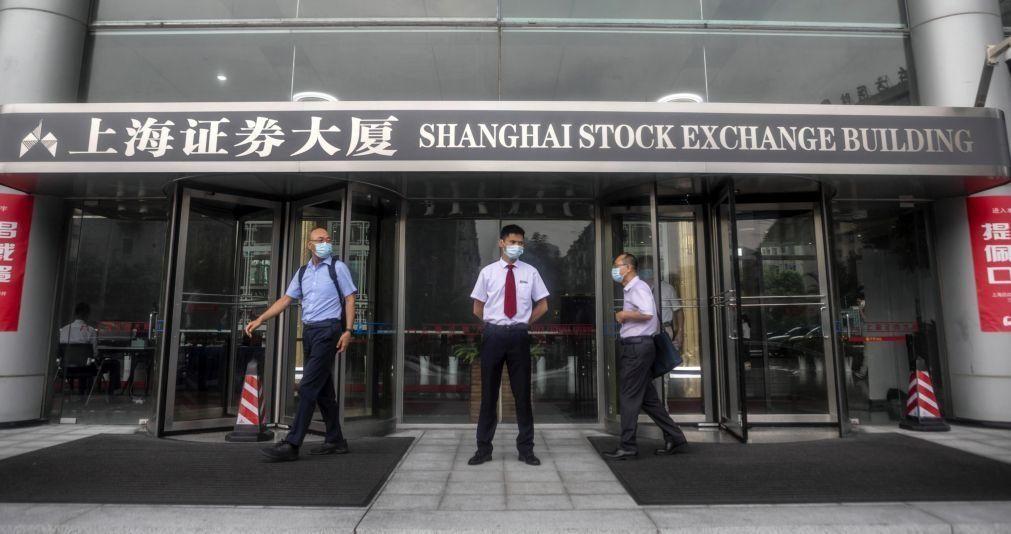 Bolsa de Xangai encerra a subir 2,06%