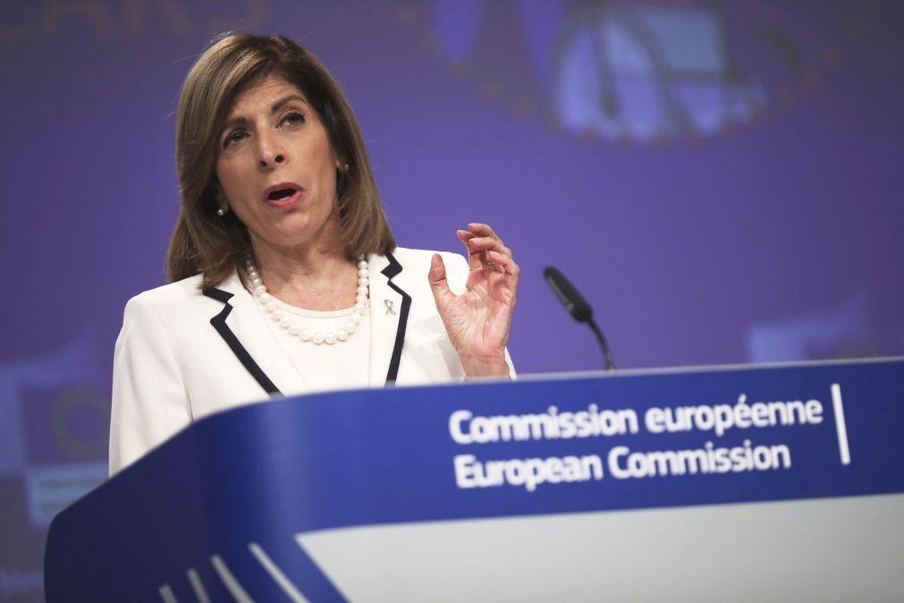 Covid-19: Comissária europeia da Saúde aponta
