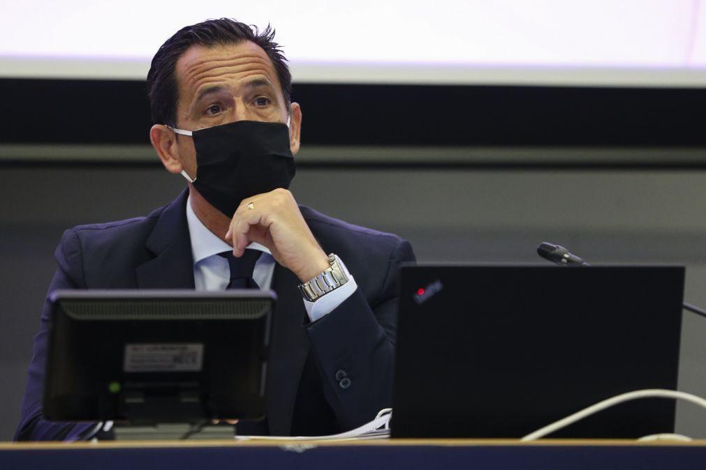 Secretário de Estado da Juventude e Desporto e Pedro Proença debateram lei da violência