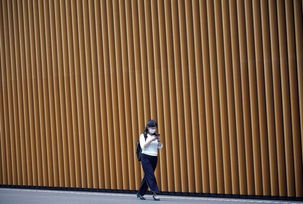 Covid-19: Japão levanta restrições à entrada de residentes estrangeiros