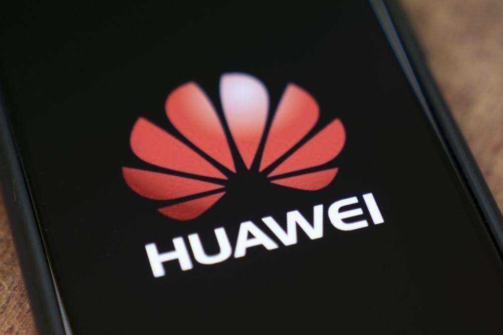 Huawei é pela primeira vez a maior vendedora de 'smartphones' do mundo