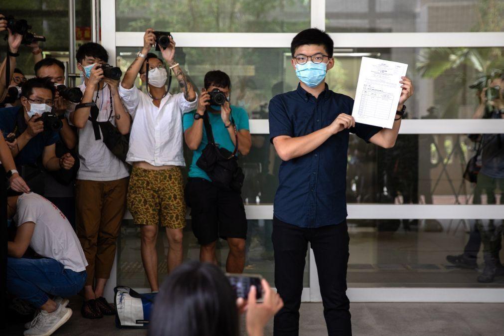 Hong Kong: Doze candidatos pró-democracia impedidos de concorrer às eleições