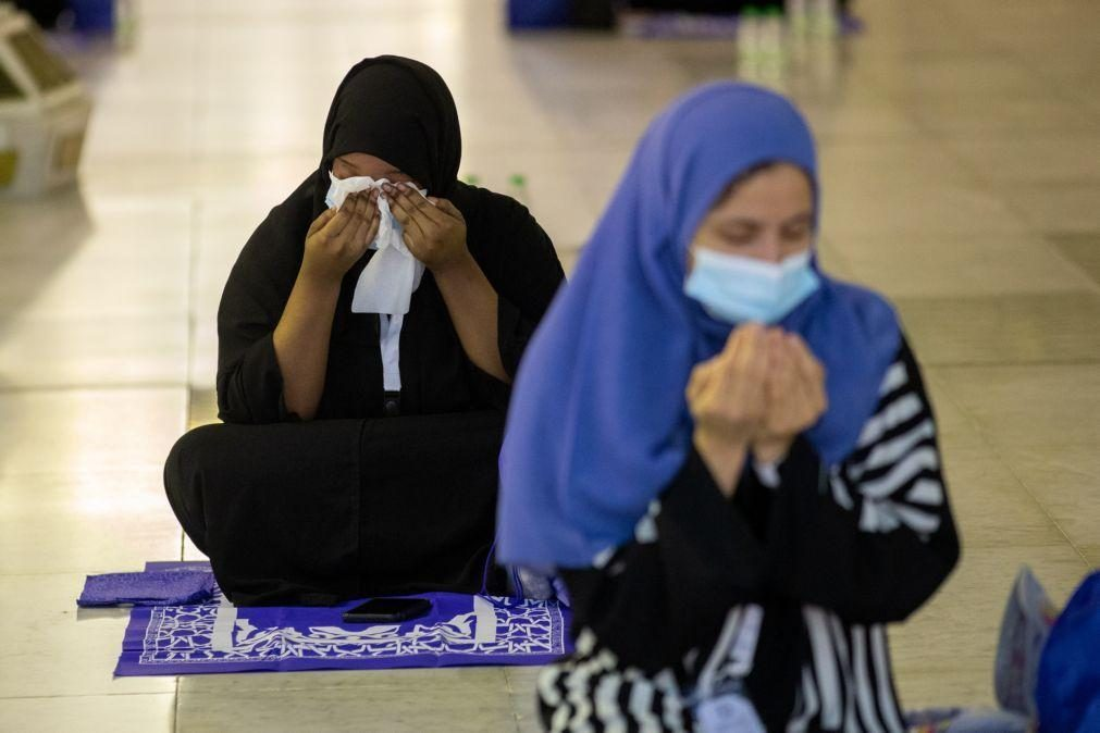 Covid-19: Peregrinação a Meca vive dia mais importante mas envolta em restrições