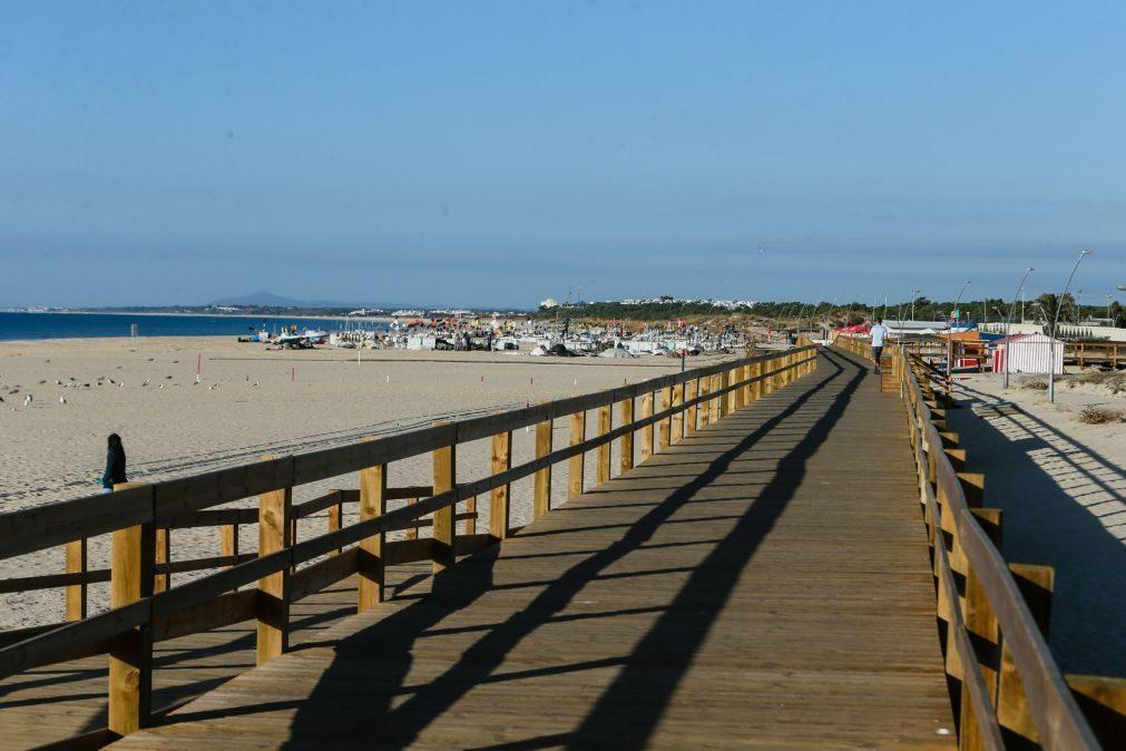 APA levanta restrições aos banhos nas praias de Santo António e Monte Gordo