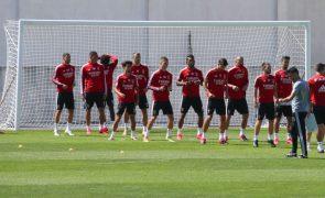 Nuno Tavares e Taarabt participaram no último treino do Benfica