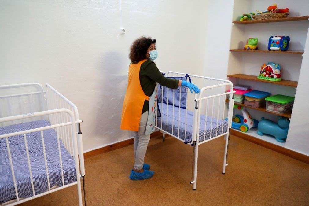 Bebés que passam mais de 10 horas em creches sujeitos a 'stress' crónico