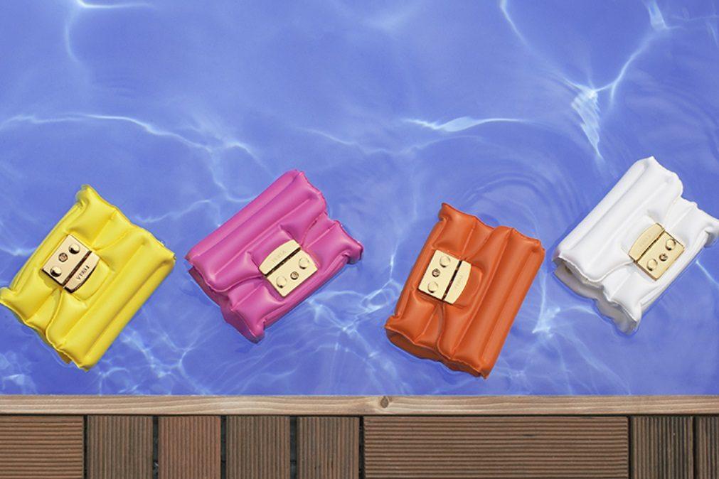 Esta mala da Furla é ideal para levar à piscina