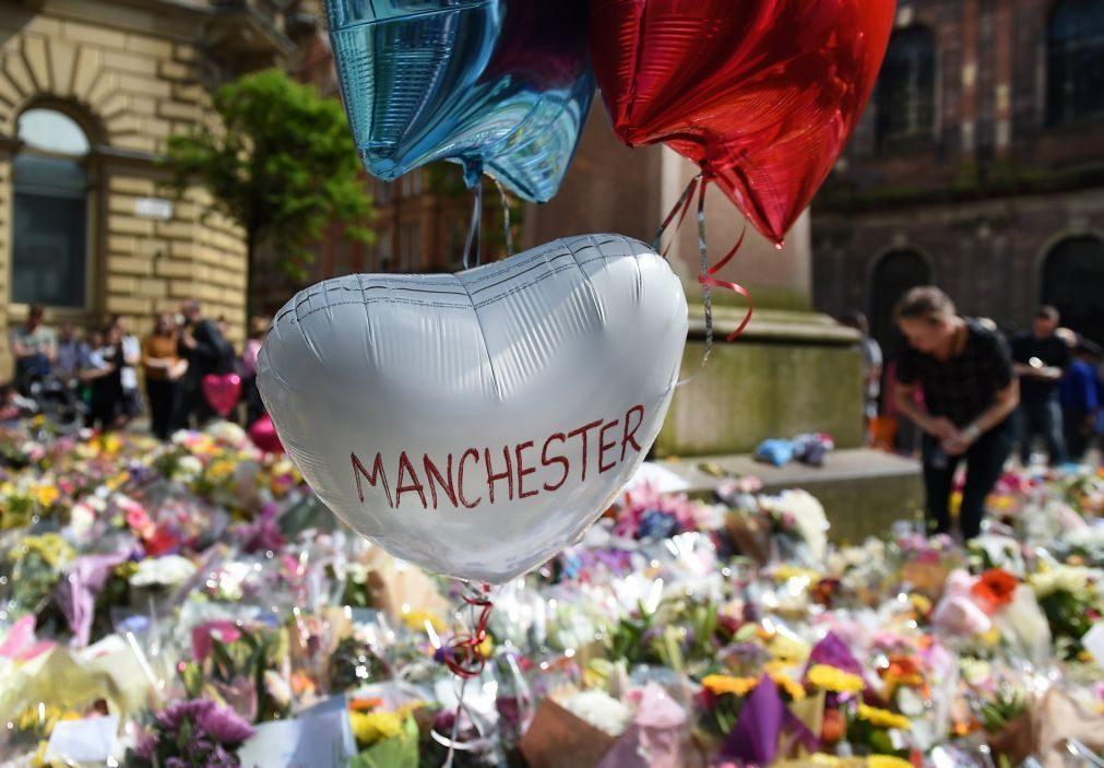 Polícia inglesa prende mulher com ligação ao ataque em Manchester