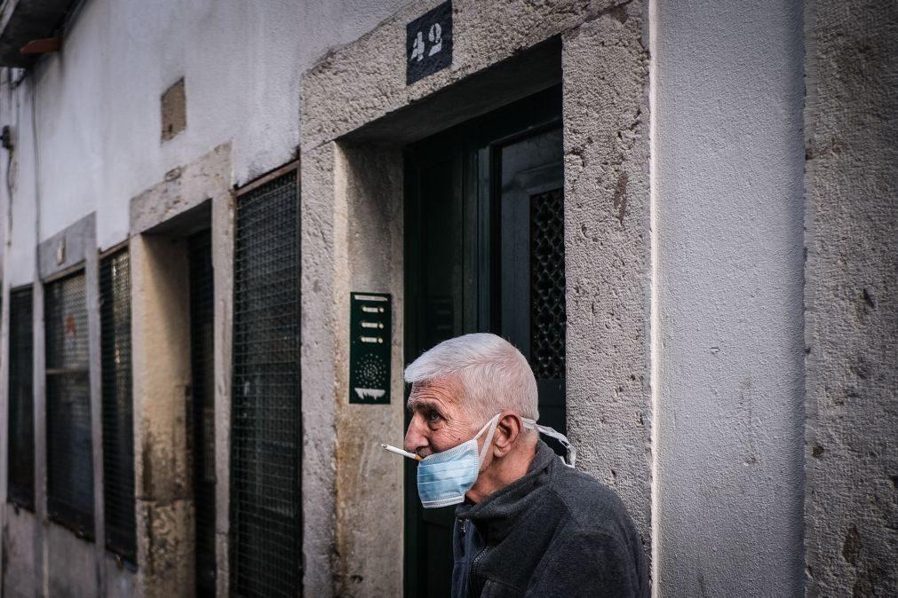 Covid-19: Governo não pondera ainda proibir de fumar ao ar livre