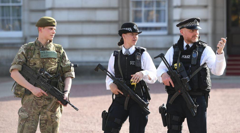 Polícias armados vão patrulhar comboios no Reino Unido