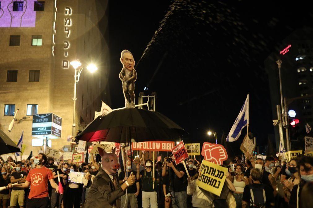 Manifestantes voltaram às ruas de Jerusalém para pedir demissão de Netanyahu
