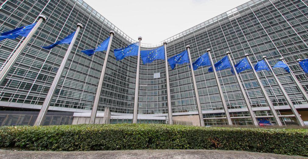 Bruxelas recomenda quarentenas e testes em vez de encerramento de fronteiras