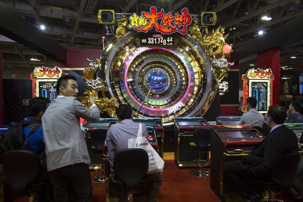 Macau lamenta em Pequim dependência do jogo e promete diversificar economia