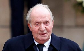 Juan Carlos Casa real confirma destino do exílio do rei emérito