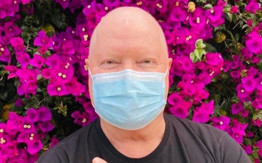 Marco Paulo assume cabelo branco após terminar tratamentos de quimioterapia