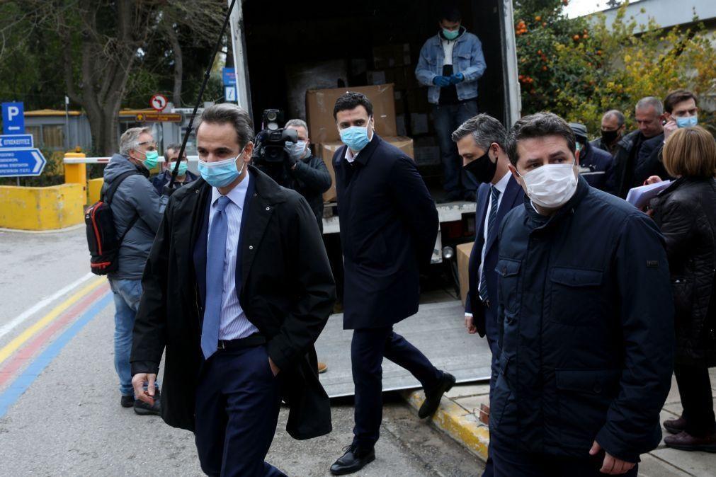 Covid-19: Governo grego espera ter vacinas a partir de dezembro