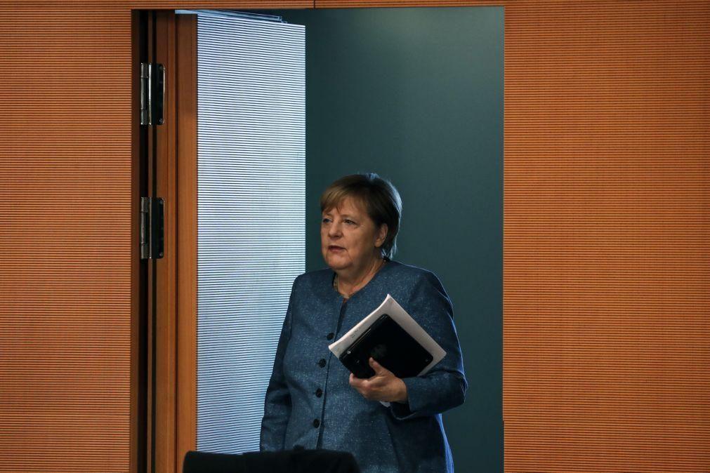 Bielorrússia/Eleições: Merkel frisou a Putin necessidade de diálogo nacional