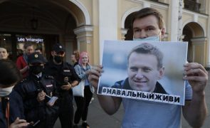 Navalny: Médicos russos dizem não ter encontrado vestígios de veneno