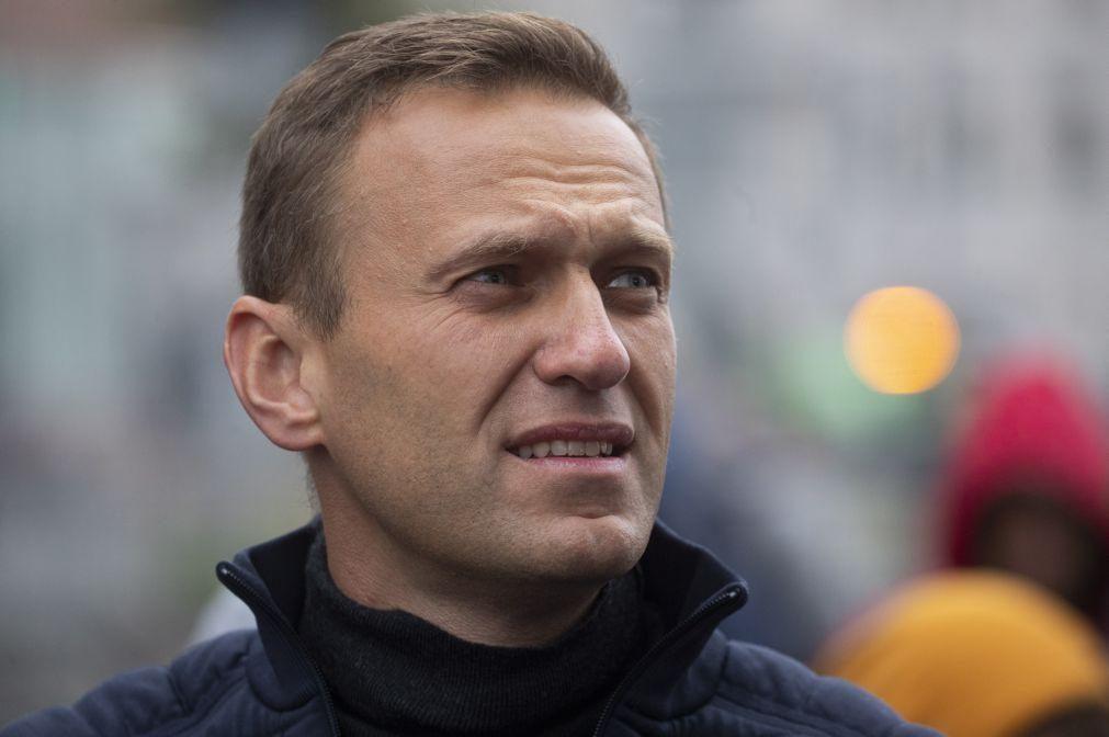 Navalny: UE exige rápida investigação e transferência de opositor russo para Alemanha