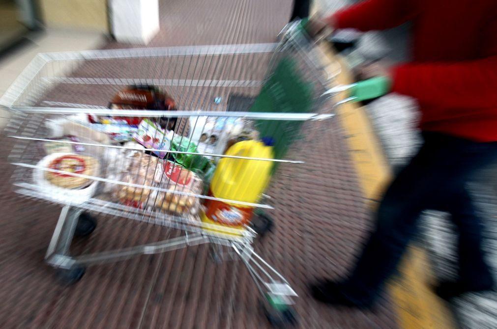 Covid-19: Volume de negócios no comércio a retalho em Macau cai 61,3% no 2.º  trimestre