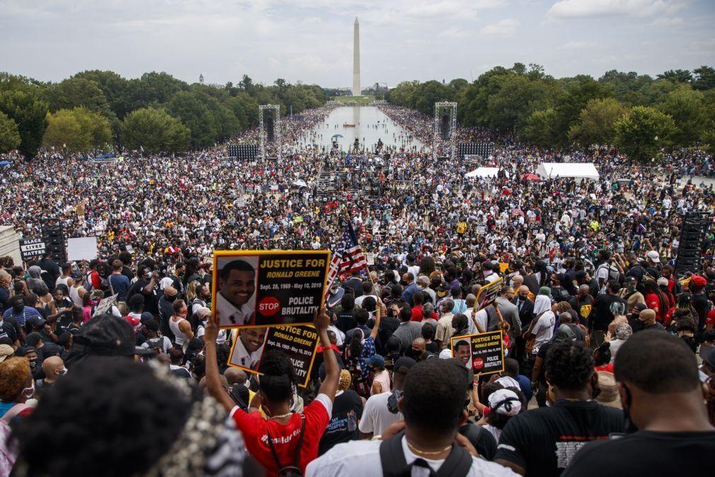 Manifestantes antirracistas dizem em Washington que estão