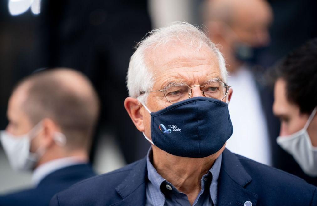Líbia: Borrell assegura em Tripoli que solução pacífica é