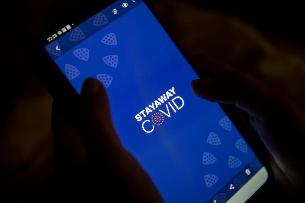 Covid-19: Meio milhão de pessoas já descarregaram a aplicação 'Stayaway Covid' - Governo