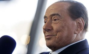 Silvio Berlusconi hospitalizado com problemas cardíacos