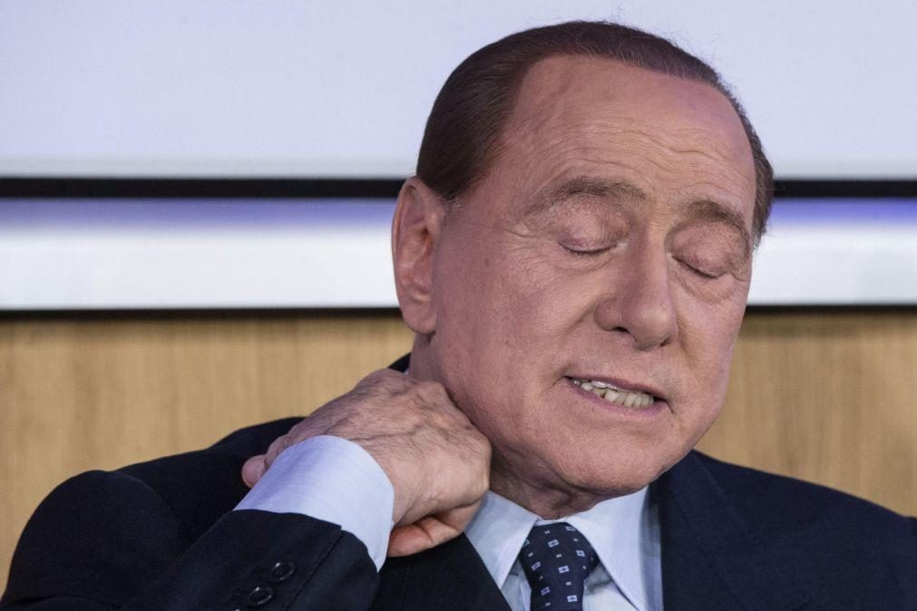 Covid-19: Berlusconi a reagir favoravelmente a tratamento mas médicos com 'otimismo cauteloso'