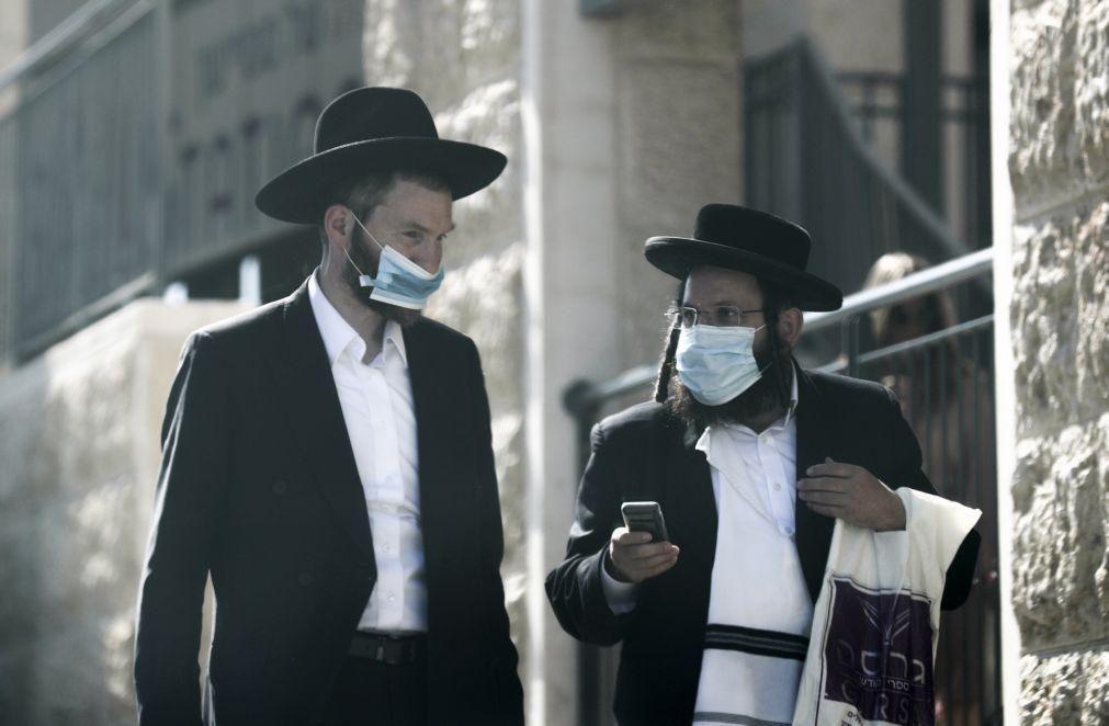 Covid-19: Israel ultrapassa o milhar de mortos e pondera novas restrições