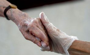Voto vai ser recolhido em lares, mas idosos têm de inscrever-se na plataforma do voto antecipado