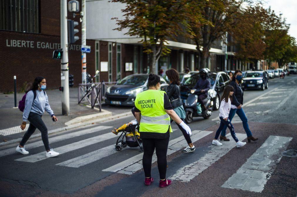 Covid-19: França fecha 28 escolas e 262 turmas após aumento de novos casos