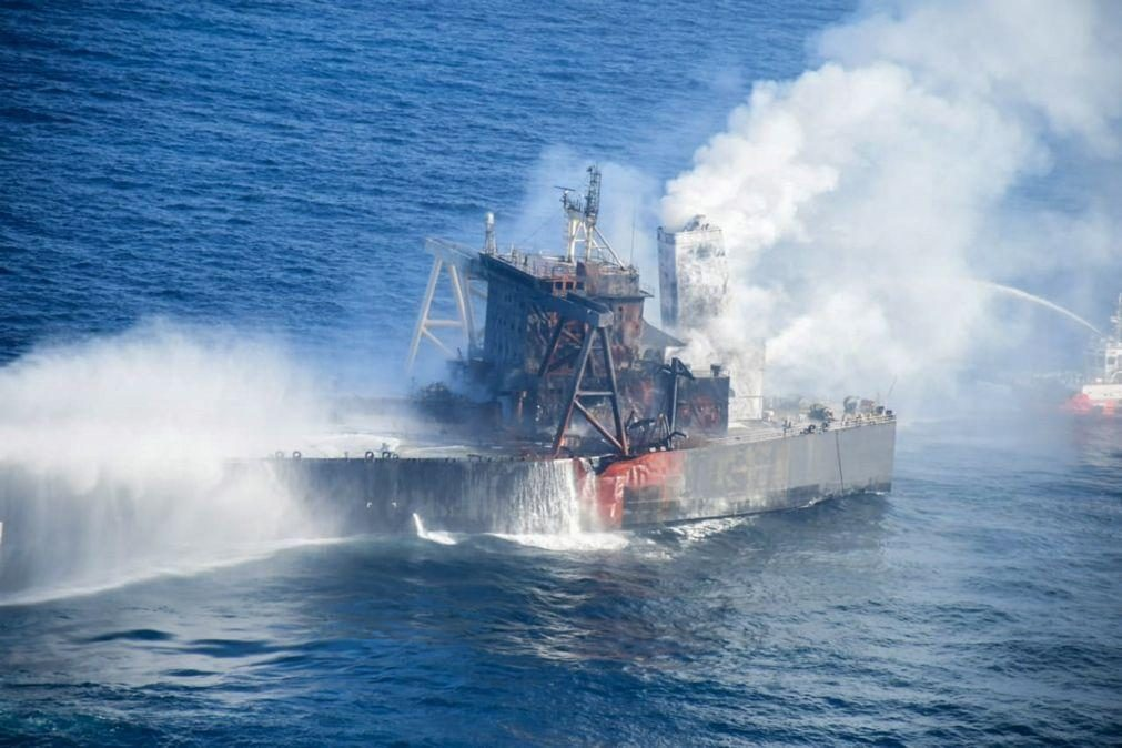 Incêndio em petroleiro ao largo do Sri Lanka reacende-se depois de declarado extinto