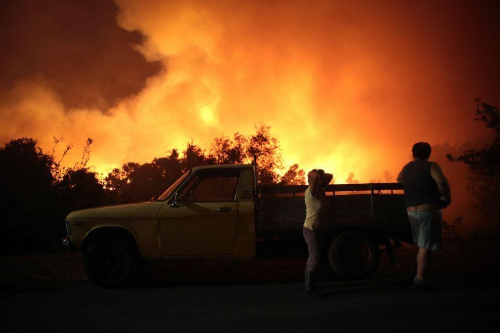 Incêndio que deflagrou em Oliveira de Frades continua