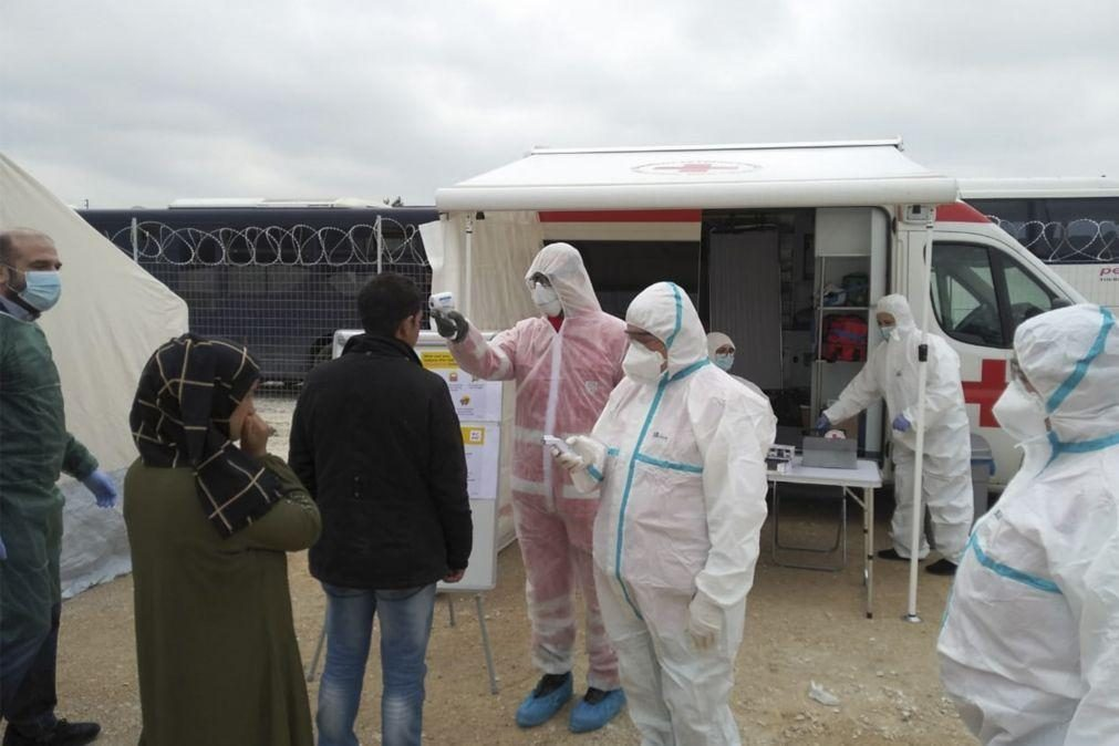 Covid-19: Grécia impõe confinamento total em três campos de migrantes