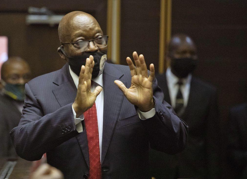Julgamento de ex-Presidente da África do Sul adiado para dezembro