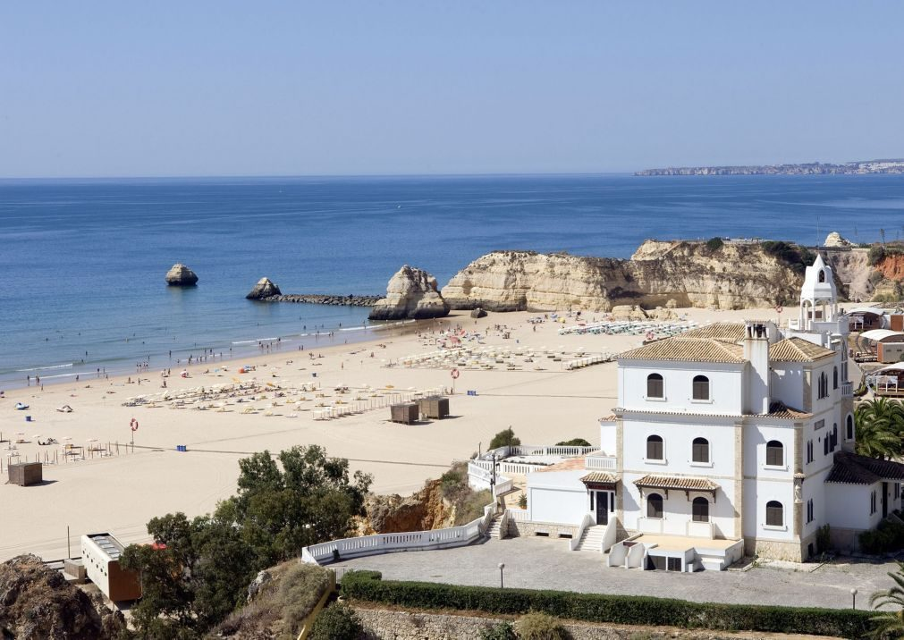 Autoridades procuram homem desaparecido na Praia da Rocha em Portimão