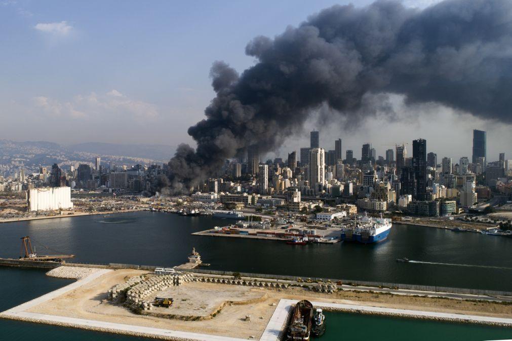 Beirute/Explosões: Incêndio no porto controlado mas pode ter sido