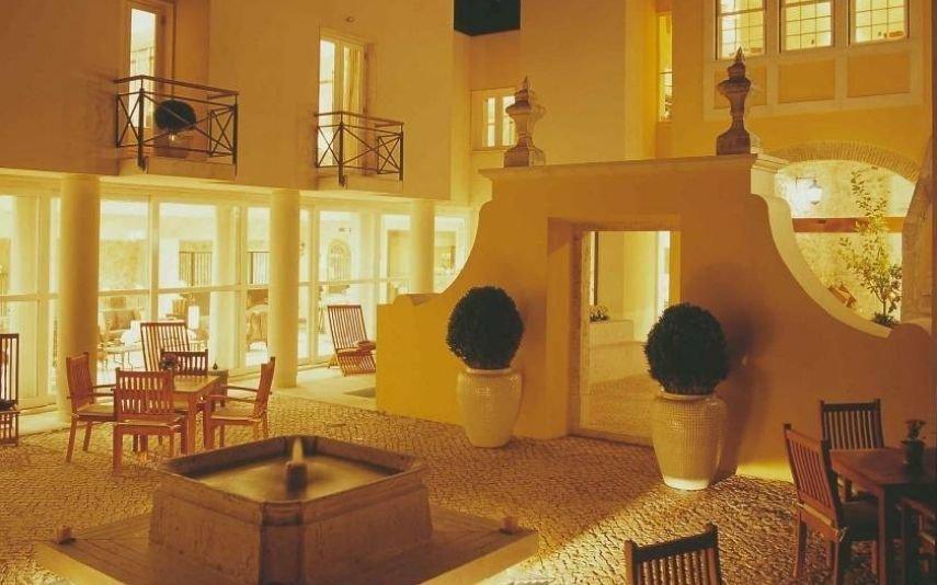 Refúgios Reabriu um dos 50 mais românticos do mundo e fica em Portugal