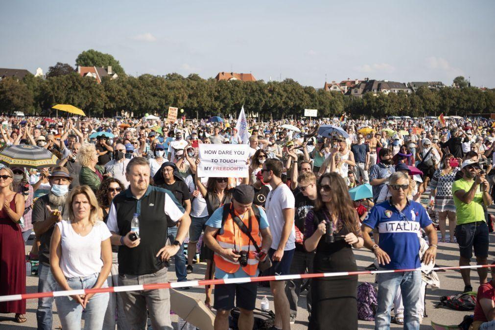 Covid-19: Milhares protestaram contra medidas de restrição na Alemanha